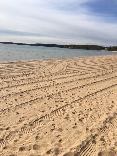 """""""en lisa för själen"""" att vandra längs stranden i Varamon."""