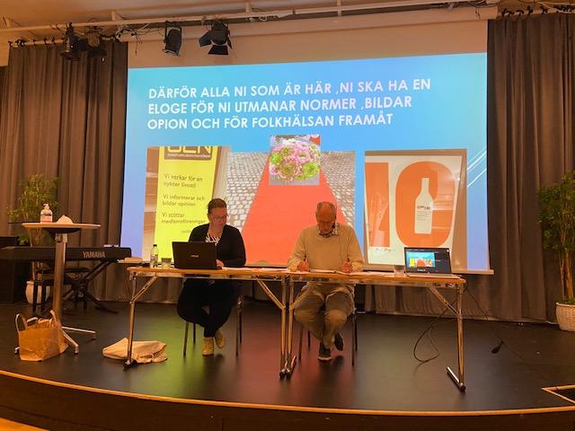 proffisga Susanne Båtwijk och Lars_göran Lindström satt årsmötessekreterare respektive ordförande